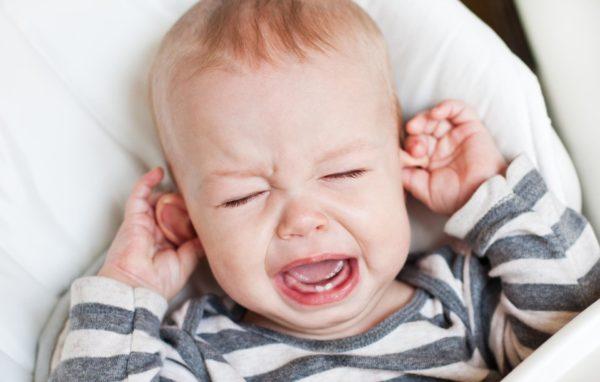 У ребенка болит шея и температура